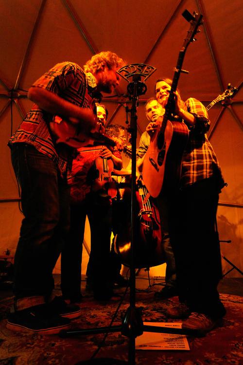2_Horla et Jack Danielle's String Band