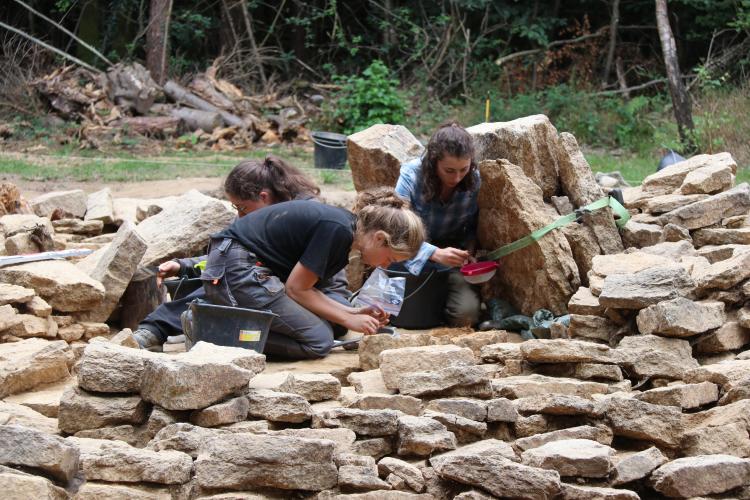 1_Visite d'une fouille archéologique de mégalithes