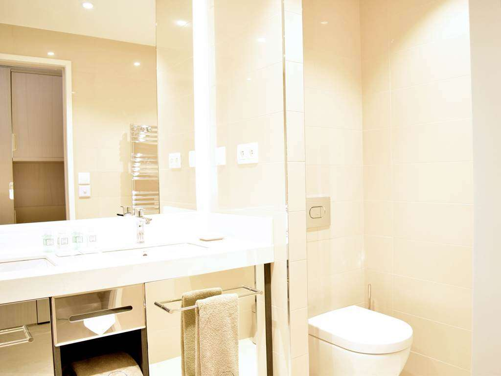 Salle-de-bains-rsidence-miramar-la-cigale2fr
