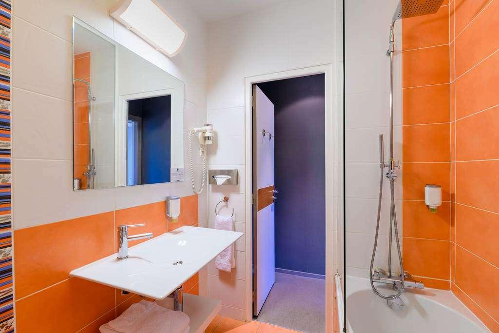 salle-de-bain-htel-la-Marbaudire-Vannes-centre15fr