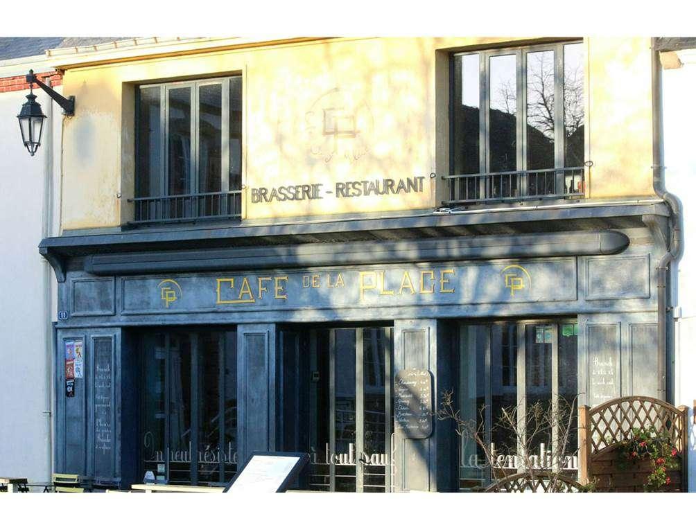 Caf-de-la-Place-Saint-Gildas-de-Rhuys-Golfe-du-Morbihan-Bretagne-Sud0fr