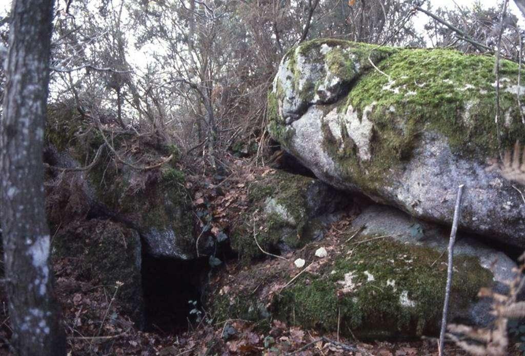 Spulture-sous-roche-du-Men-Guen-Lanvaux-morbihan-bretagne-sud0fr