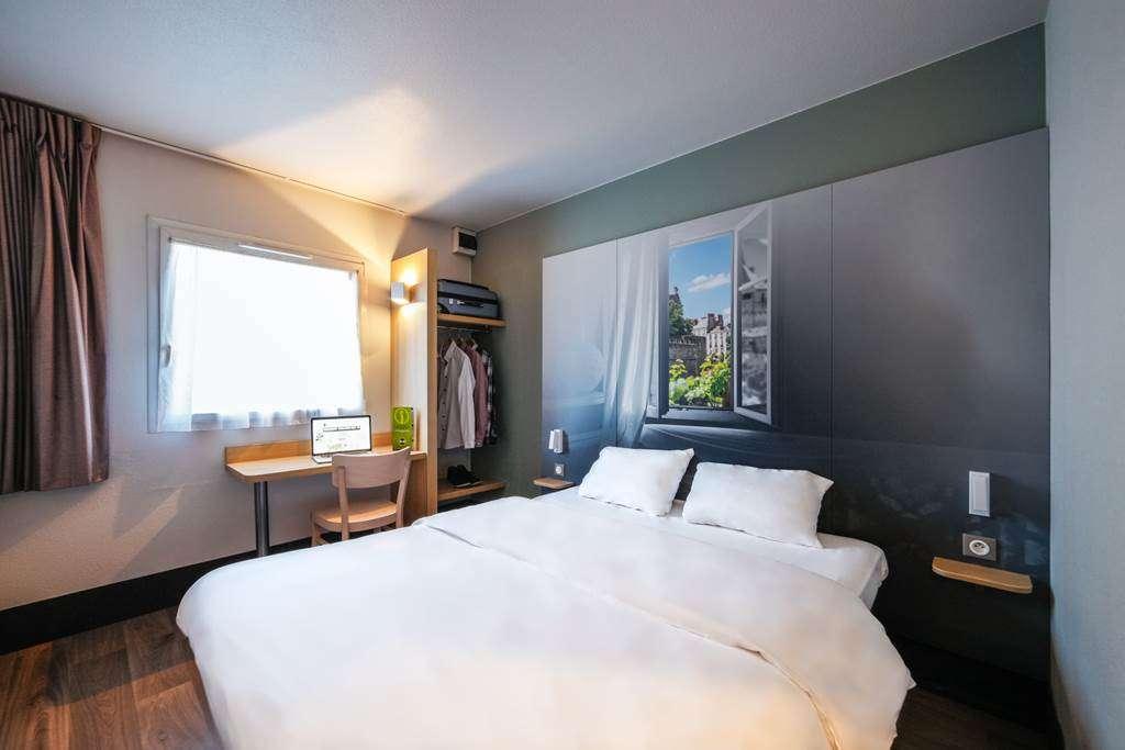 hotel-bb-vannes-ouest-golfe-du-morbihan_chambre-grand-lit_chambre-climatise_chambre-vue-jardin-vannes4fr