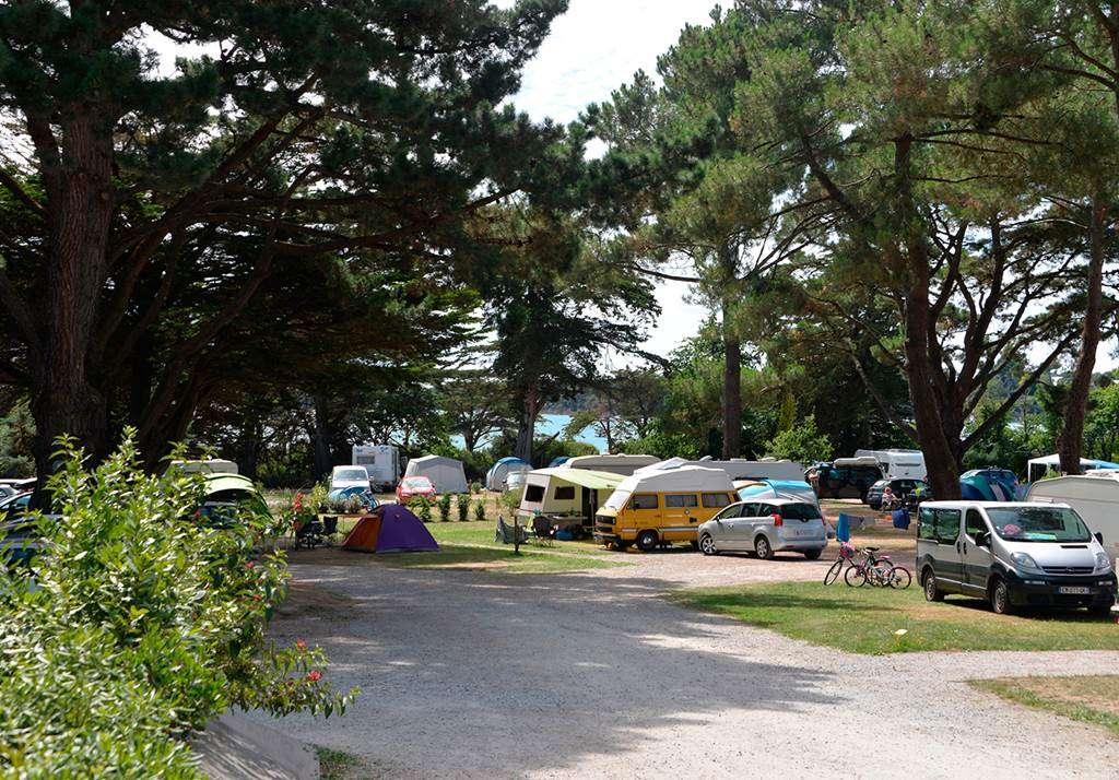 Des-emplacements-de-camping-avec-vue-sur-la-mer3fr