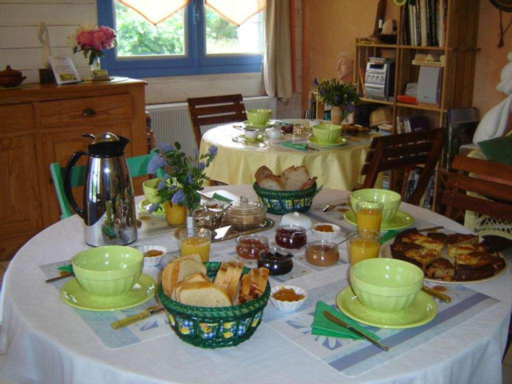 Petit-djeuner-Chambre-d-hte-Couleur-Ocan-Mme-Lepin-Saint-Gildas-de-Rhuys-Morbihan-Bretagne-Sud2fr