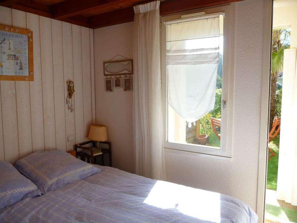 Chambre-lit-double-appartement-Dumont-Philippe-arzon-morbihan-bretagne-sud2fr