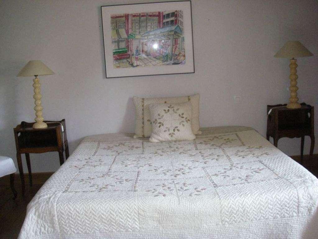 Chambre-lit-double-maison-Le-Coze-arzon-morbihan-bretagne-sud5fr