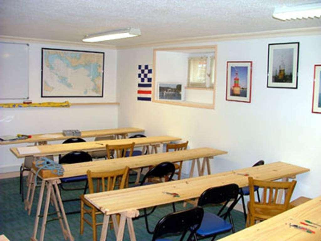 Salle-de-Cours-Centre-de-Formation-Nautique-Vannetais-Arzon-Vannes-Golfe-du-Morbihan-Bretagne-sud5fr