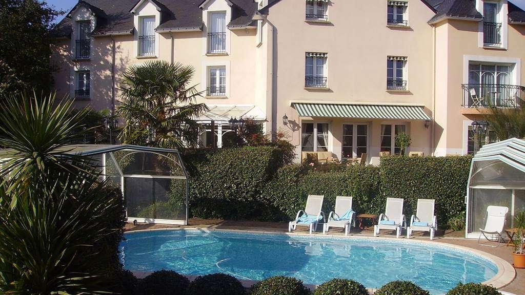 Htel-Le-Parc-er-Gro-Arradon-Golfe-du-Morbihan-Piscine-Couverte-ou-Piscine-Decouverte18fr