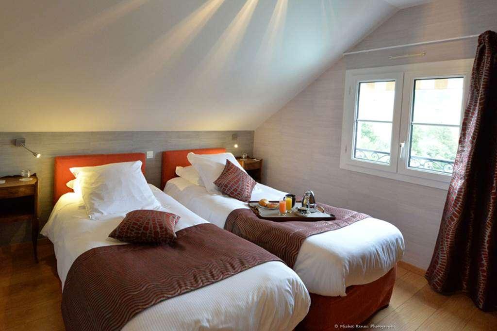 Htel-Le-Parc-er-Gro-Suite-Chambre-215fr