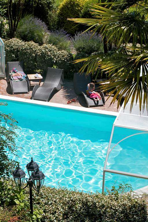 PISCINE-CHAUFFEE-VUE-DEPUIS-LA-CHAMBRE-11-HOTEL-LE-PARC-ER-GREO-ARRADON-GOLFE-DU-MORBIHAN3fr