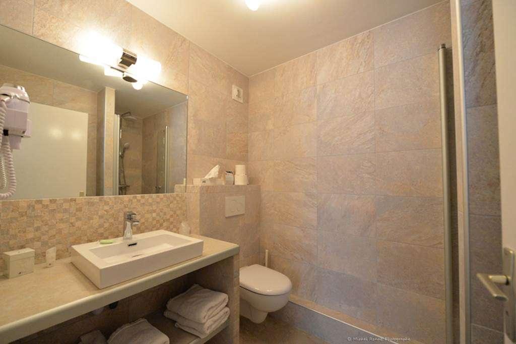 Salle-de-bains-chambre-confort10fr
