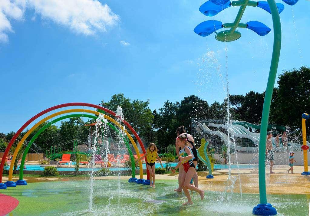 Des-heures-de-plaisir-au-nouveau-parc-aqualudique1fr