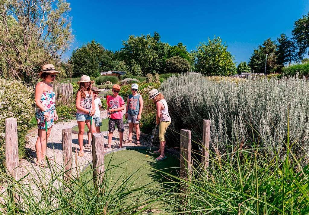 Le-mini-golf--une-activit-pour-toute-la-famille9fr