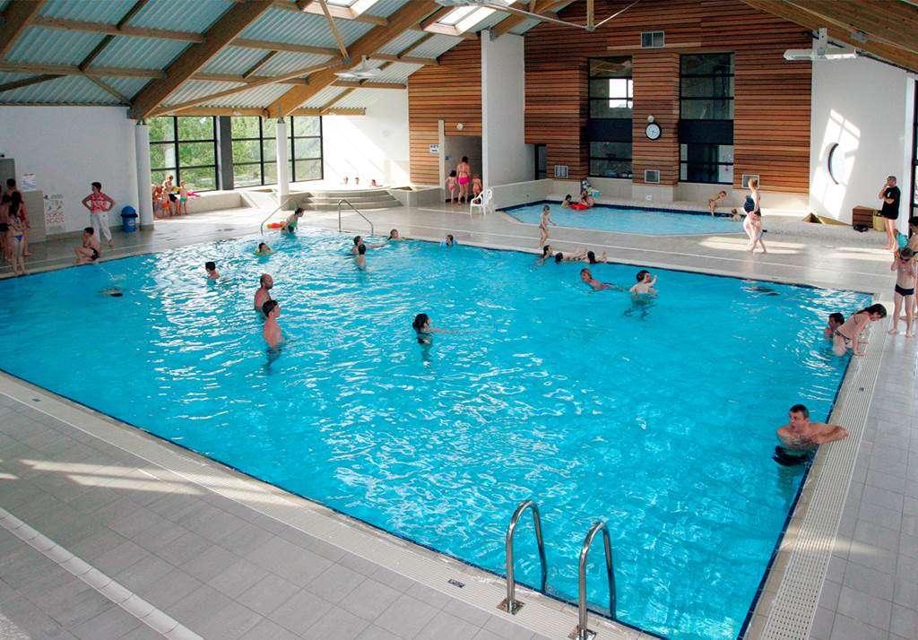 Une-grande-piscine-couverte-chauffe16fr