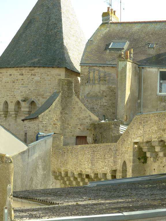 vue-sur-les-remparts-de-la-ville-de-Vannes-depuis-certaines-chambres10fr