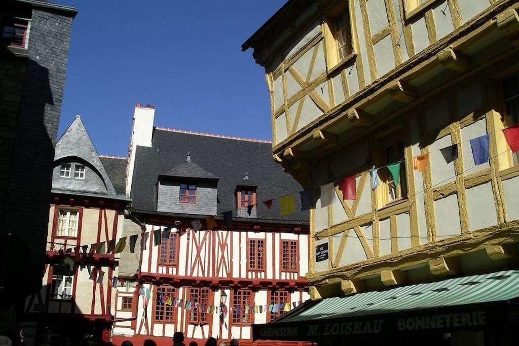 Clvacances---Meubl-056MS000062---Le-confort-dun-appartement-refait--neuf-coquet-lumineux-et-calme-dans-le-centre-ville-de-Vannes-avec-loption-garage-ferm---Vannes---Morbihan-Bretagne-Sud12fr