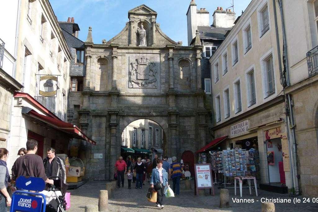 Clvacances---Meubl-056MS000062---Le-confort-dun-appartement-refait--neuf-coquet-lumineux-et-calme-dans-le-centre-ville-de-Vannes-avec-loption-garage-ferm---Vannes---Morbihan-Bretagne-Sud13fr