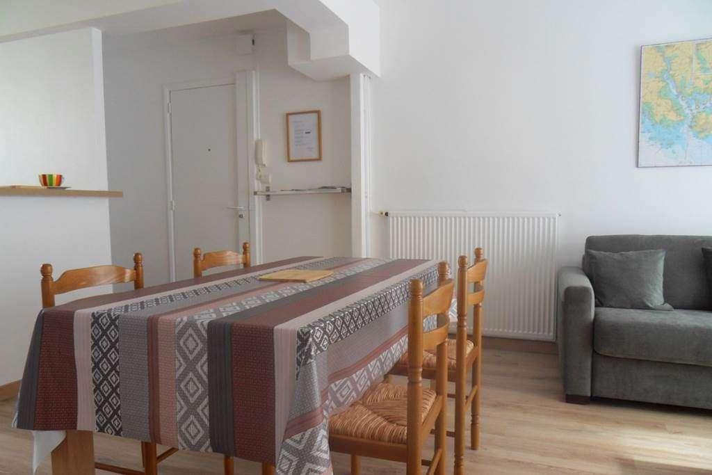 Clvacances---Meubl-056MS000062---Le-confort-dun-appartement-refait--neuf-coquet-lumineux-et-calme-dans-le-centre-ville-de-Vannes-avec-loption-garage-ferm---Vannes---Morbihan-Bretagne-Sud3fr