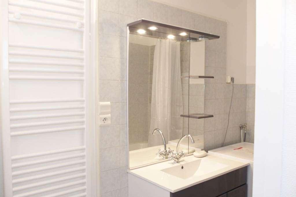 Clvacances---Meubl-056MS000062---Le-confort-dun-appartement-refait--neuf-coquet-lumineux-et-calme-dans-le-centre-ville-de-Vannes-avec-loption-garage-ferm---Vannes---Morbihan-Bretagne-Sud8fr