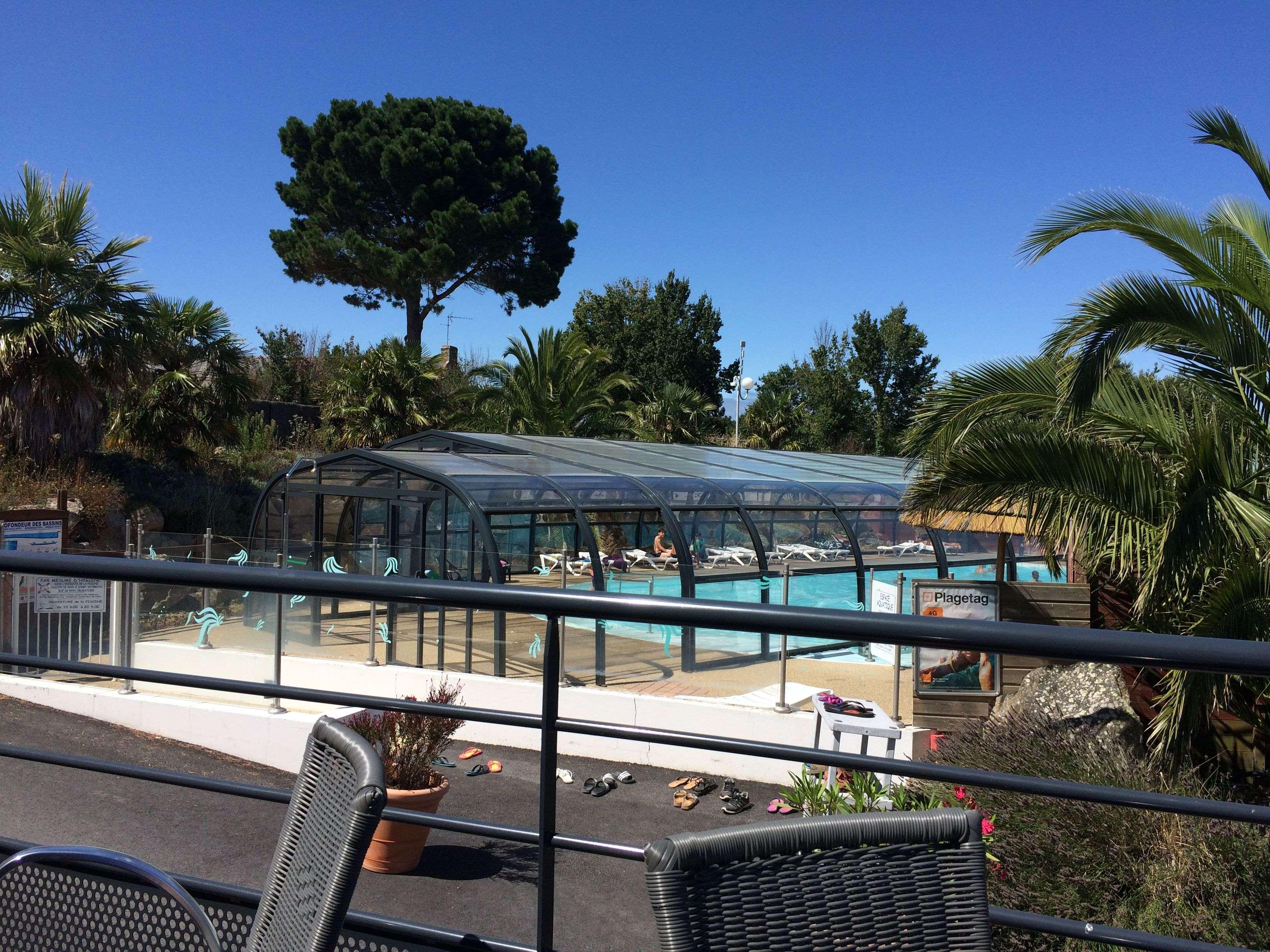 piscine_couverte_camping_le_dolmen_carnac