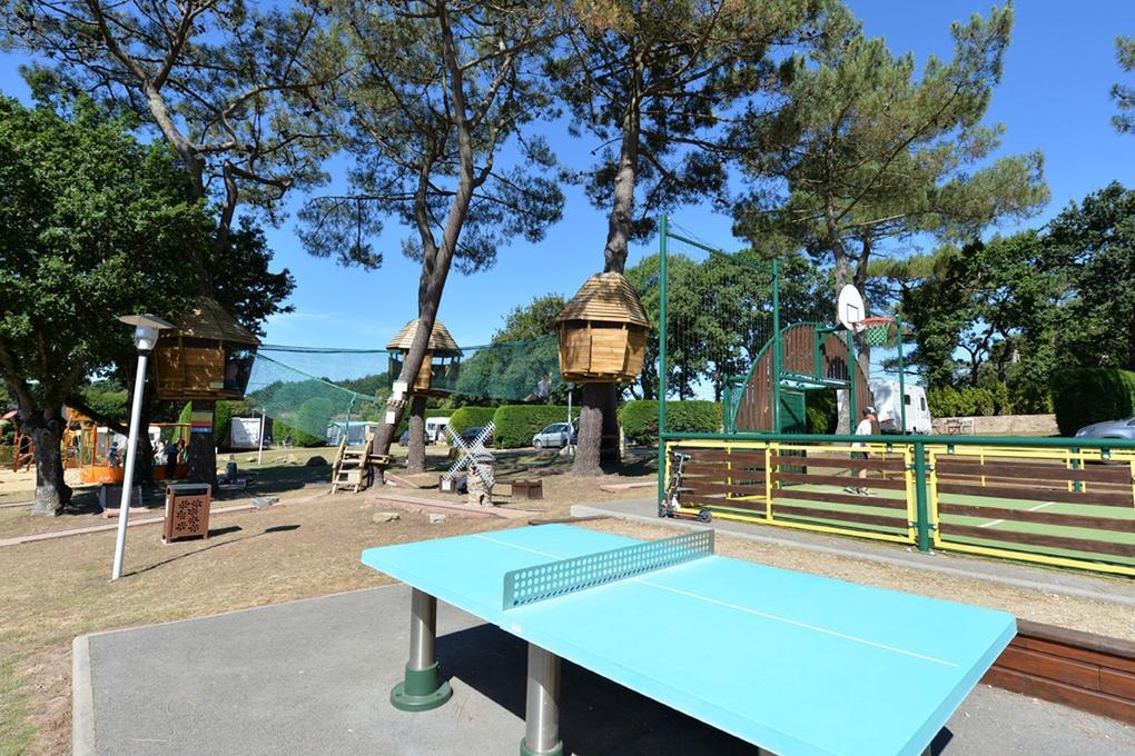 espace-jeu_ping-pong_camping-le-moulin-de-kermaux_carnac