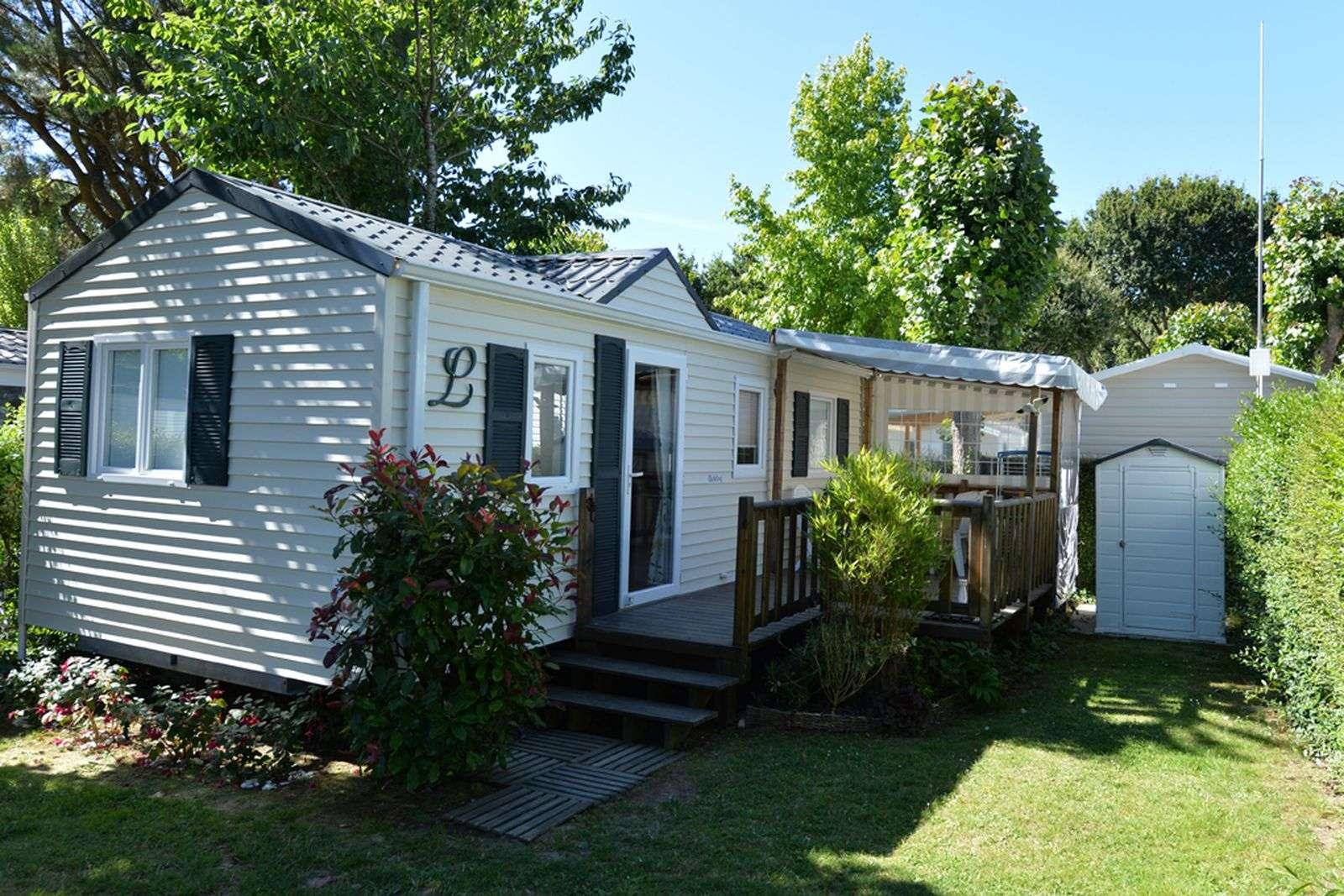 mobil-home_exterieur-hebergement_camping-le-moulin-de-kermaux_carnac