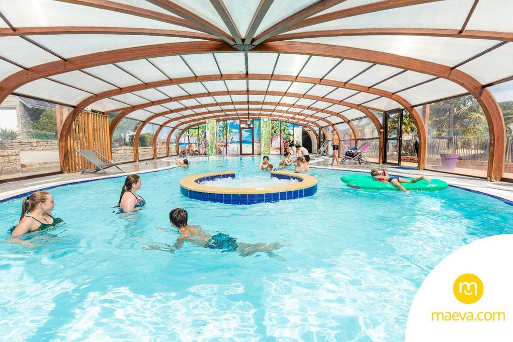 piscine couverte_ camping le moustoir Carnac