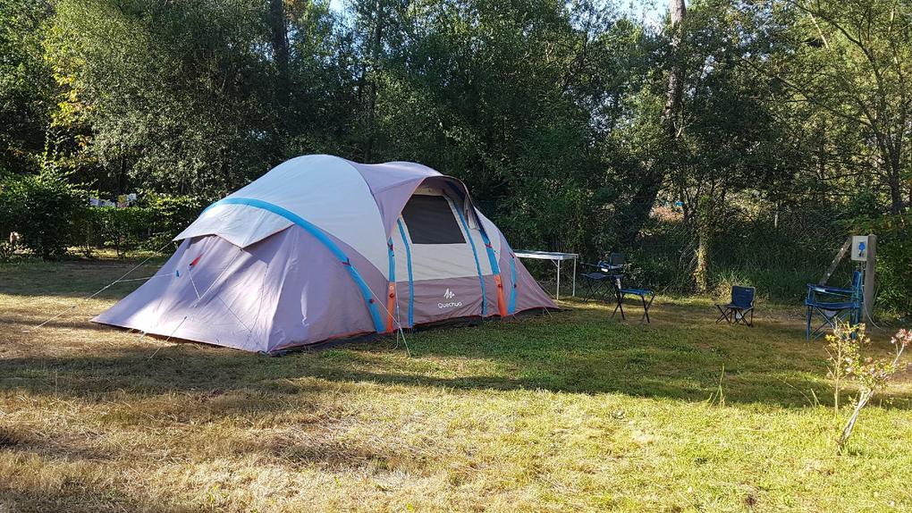 emplacement tente au camping Saint Laurent à Ploemel
