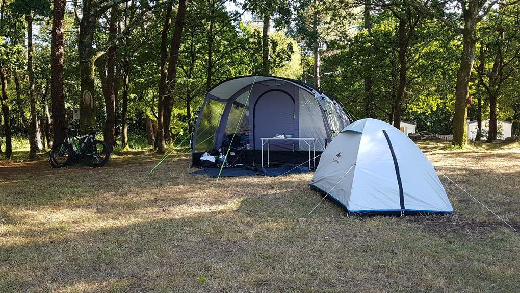 emplacement tentes au camping Saint Laurent à Ploemel