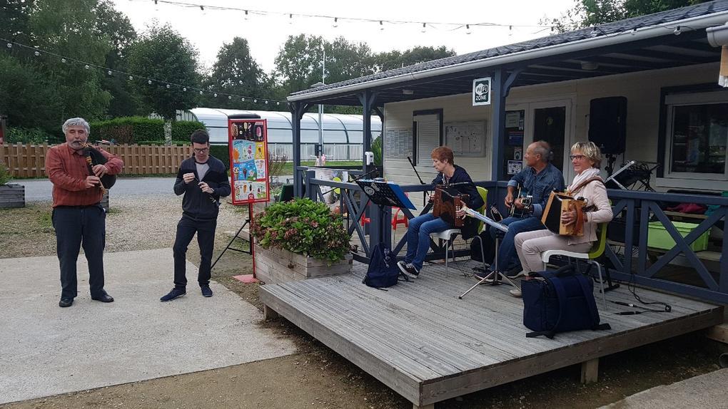 Concert au camping Saint Laurent à Ploemel