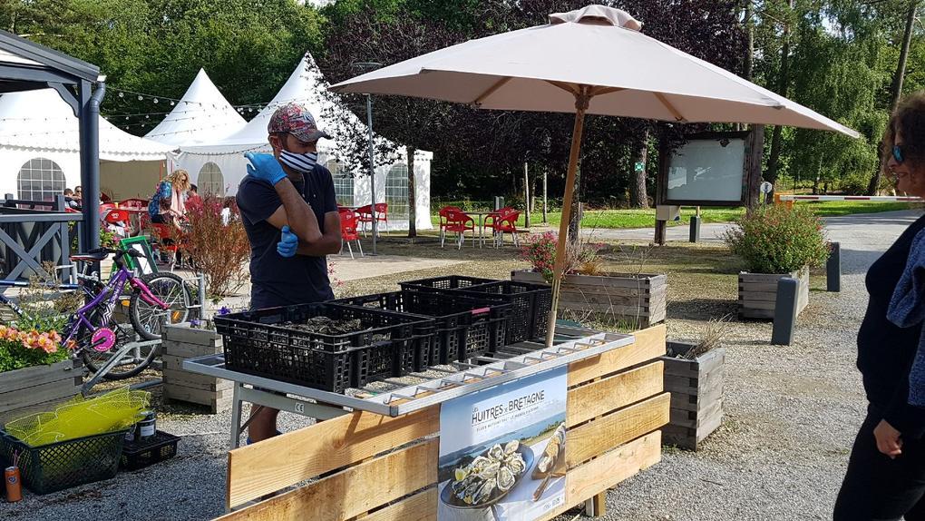 petit marché au camping Saint Laurent à Ploemel