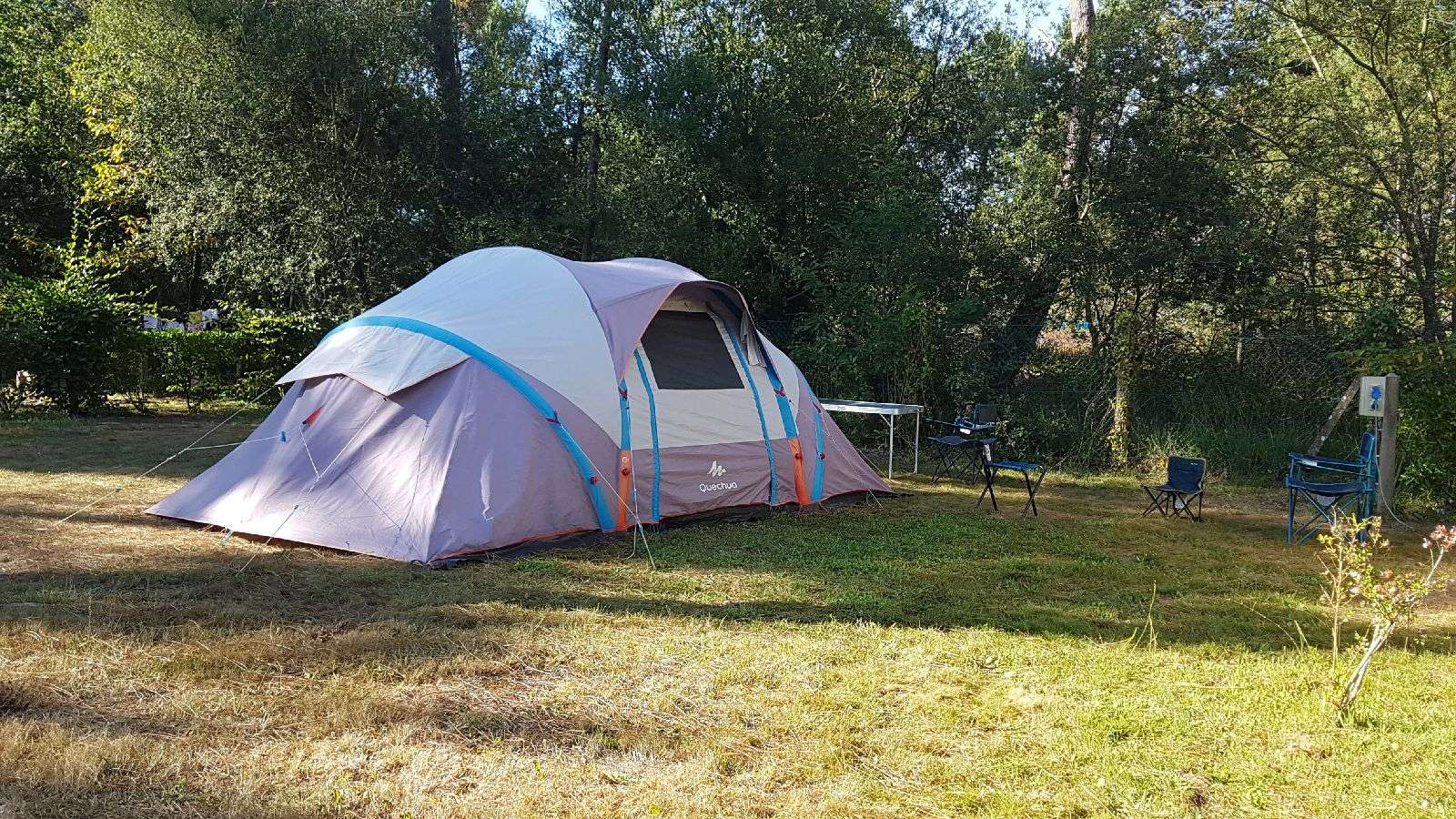emplacement tente au camping Saint Laurent à Ploemel