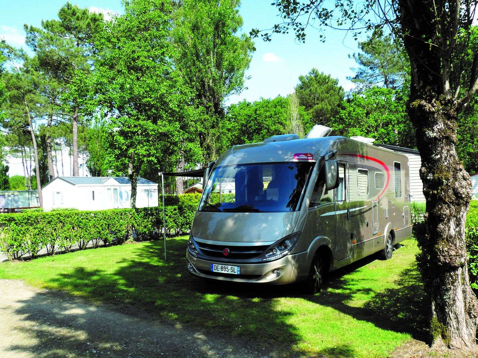 emplacement camping car au camping Saint Laurent à Ploemel