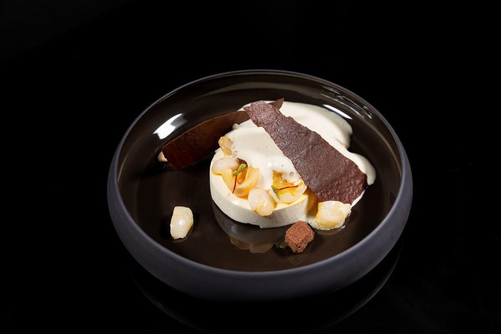 Blanc - manger - litchi - glace - pain brûlé - Restaurant l'Eskell Diana Hotel et SPA Nuxe - Carnac - Morbihan Bretagne Sud