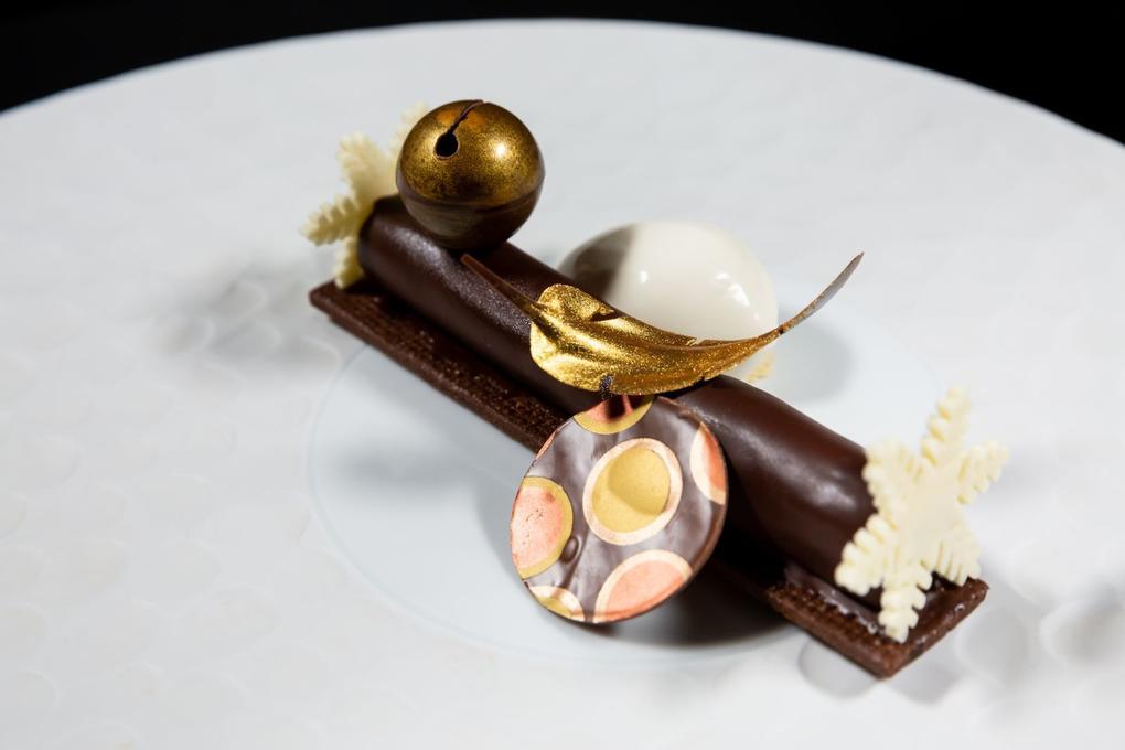 Croquant choco - truffe - sable - cacao - glace - ivoire - huile de truffe - restaurant l'Eskell - Diana hôtel et SPA Nuxe - Carnac - Morbihan Bretagne Sud