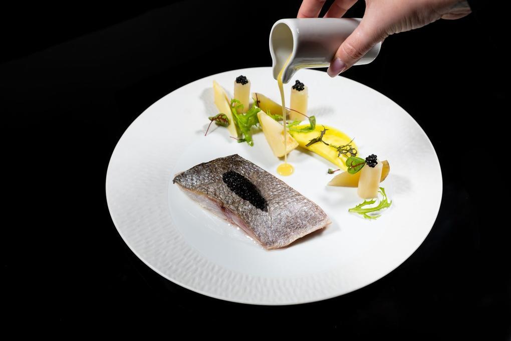 Daurade rotie - caviar de hareng fumé - légumes anciens - sauce champagne - restaurant l'Eskell - Diana hôtel et SPA Nuxe - Carnac - Morbihan Bretagne Sud