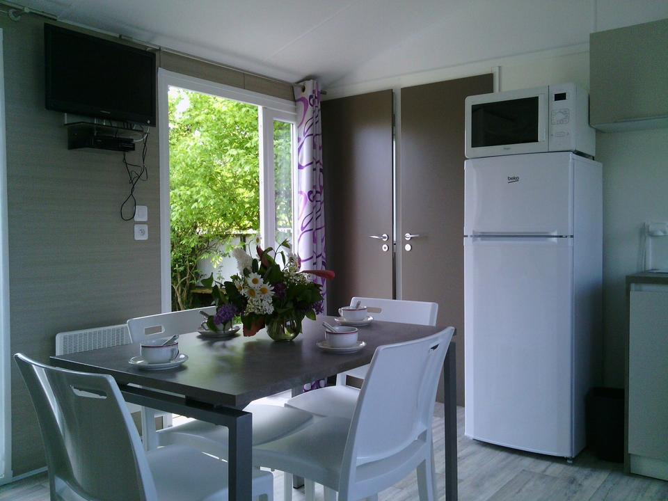 interieur_mobil-home_cuisine_camping-les-salines_carnac