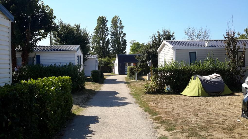 mobil-home_emplacement-tente_camping-les-saline_carnac