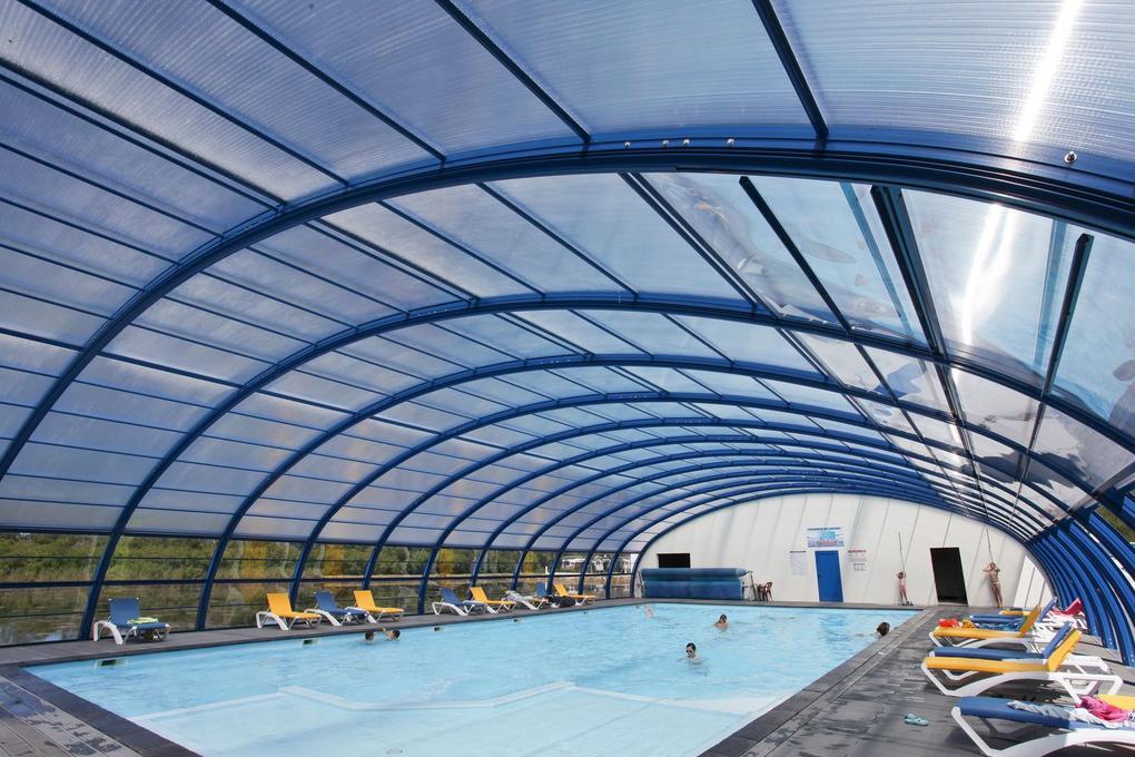 piscine-couverte_camping-plijadur_la-trinite-sur-mer