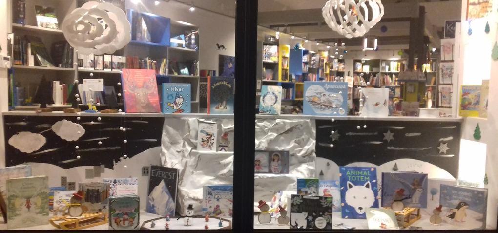 vitrine_hiver_Commerces-librairie-p'tit-monde-de-zabelle-carnac-morbihan-bretagne-sud