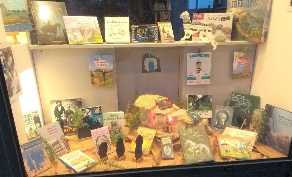 vitrine_korrigans_Commerces-librairie-p'tit-monde-de-zabelle-carnac-morbihan-bretagne-sud