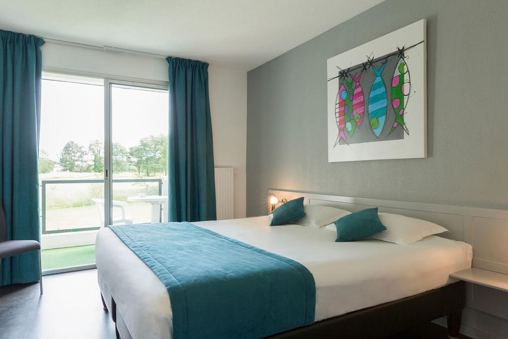 chambre-premium_hotel-golf-saint-laurent_ploemel