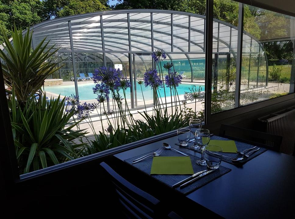 restaurant_piscine_hotel-golf-saint-laurent_ploemel