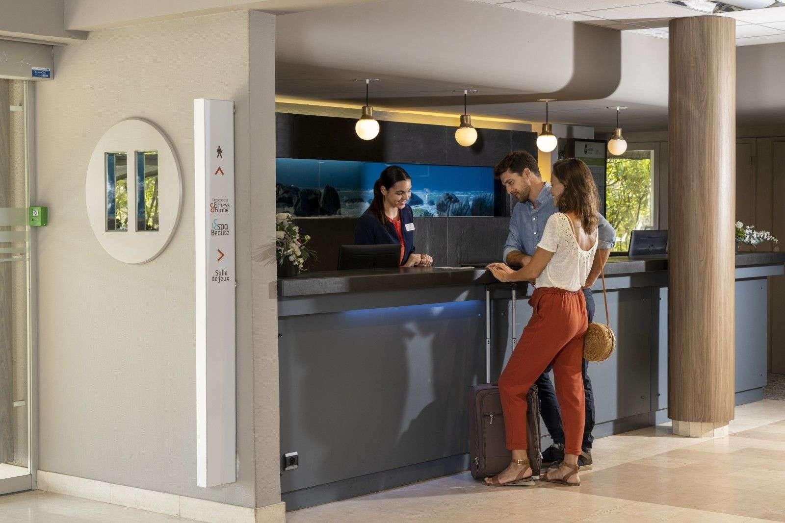 hotel-thalazur-Carnac-accueil-couple