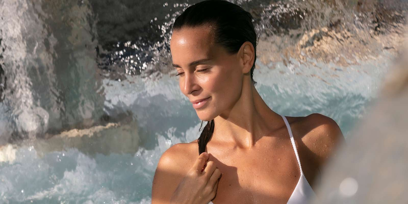 hotel-thalazur-Carnac-parcours-marin-exterieur-femme