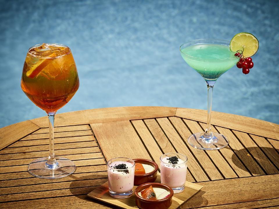 cocktail_piscine_hebergement_hotel-le-tumulus_carnac
