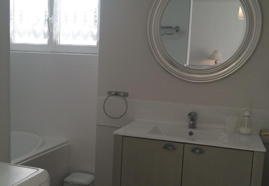 salle-de-bain_hebergement-meuble-villa-bearn_carnac