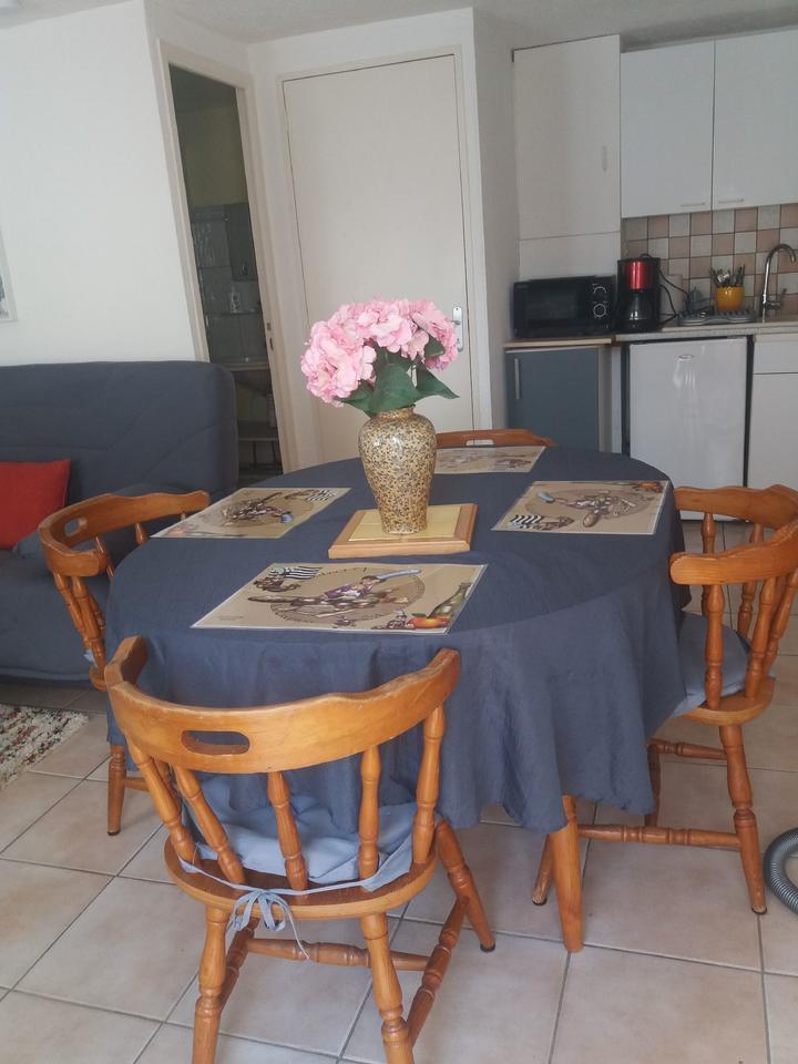 cuisine_table-a-manger_hebergement-meuble_hebergement-les-cigales_carnac