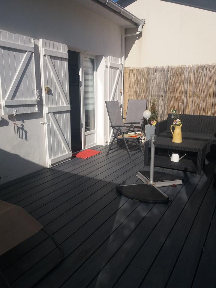 exterieur_terrasse_salon-de-jardin_hebergement-meuble_hebergement-les-cigales_carnac